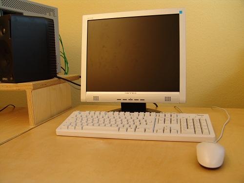 Der TFT Monitor ist vom heutigen PC Artbeitsplatz nicht mehr wegzudenken